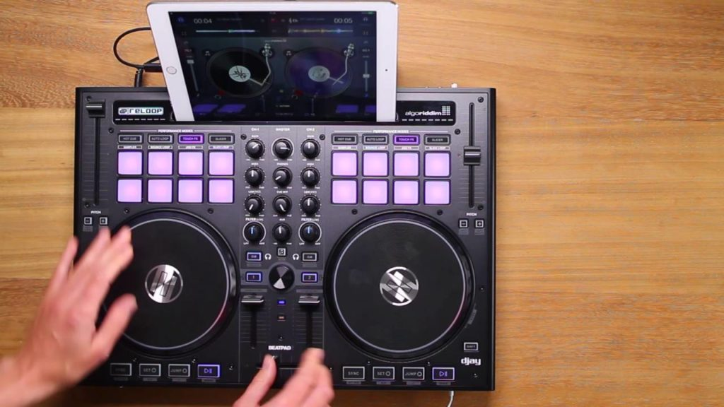 Scratching on a Controller – Reloop Beatpad 2 / djay 2 Demo
